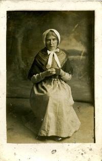 Kathleen Whelan In Full Costume As Sheelah Mann